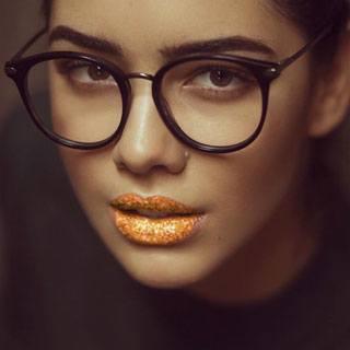 Gold Glittery Lips